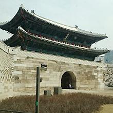 韓国ソウル・南大門です。思ったよりも大きいです。